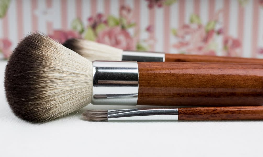 brush-close-up-color-211342 (1)